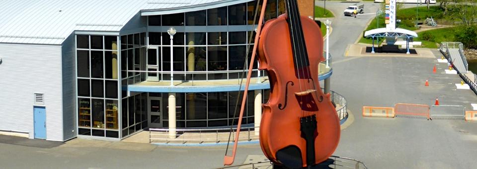 Céildh fiddle, Sydney, Nova Scotia cruise terminal