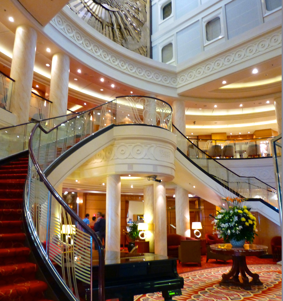 Grand Lobby of the Queen Mary 2
