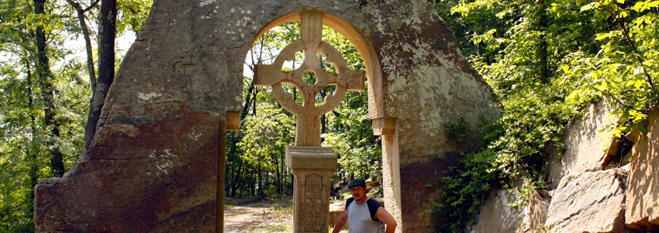 Celtic Cross and sculptor sculptor Greg Harris, Blue Heron Winery, Cannelton, IndianaCeltic Cross, Blue Heron Winery, Cannelton, Indiana
