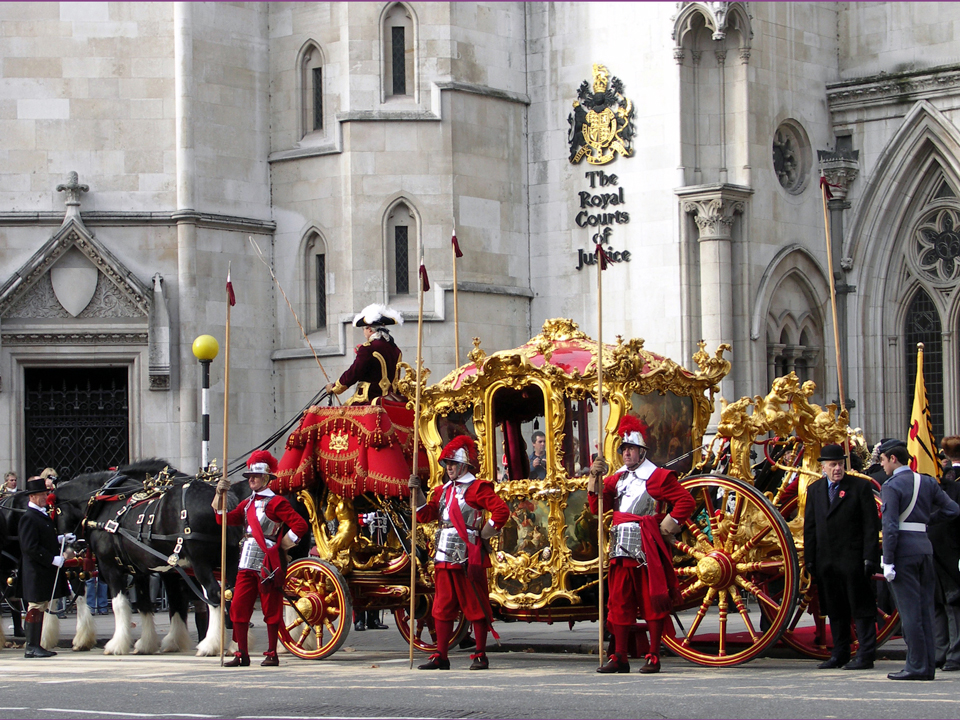Pikemen guard the gilded coach while the Lord Mayor pledges allegiance to the Queen.
