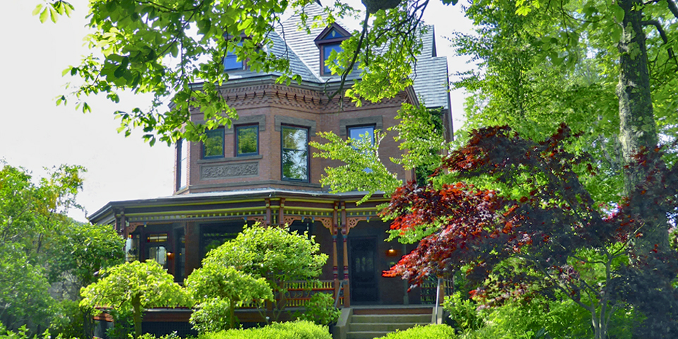 Queen Anne Revival-style brick house built for Charles Richards, who manufactured Minard's Liniment