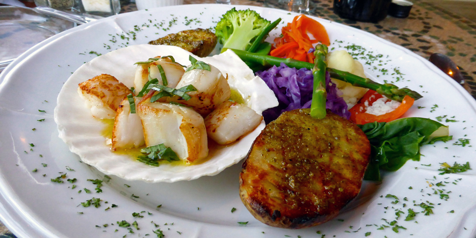 seared Digby scallops with garlic and tarragon and seasonal vegetables, Garrison Grill Restaurant, Annapolis Royal, Nova Scotia