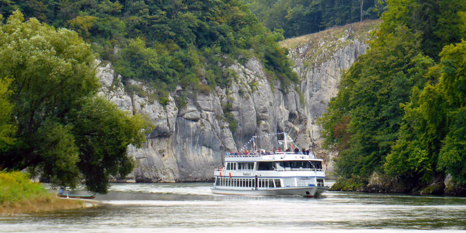boat ride through the Danube Narrows