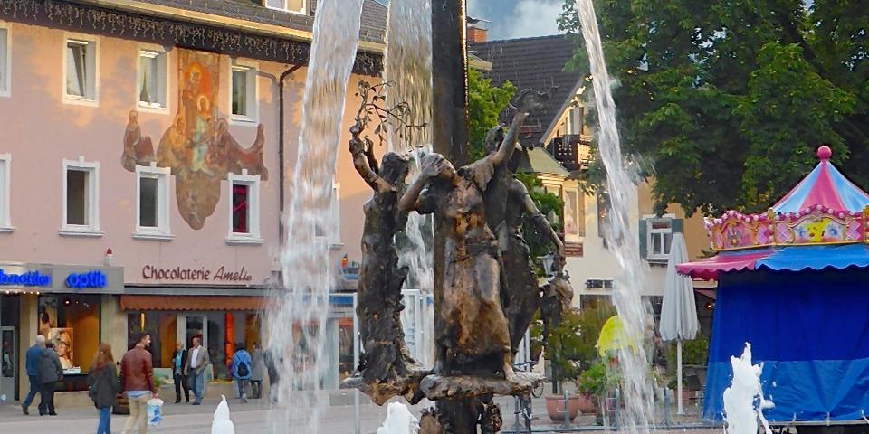 Chocolaterie Amelie and fountain, Garmisch-Partenkirchen