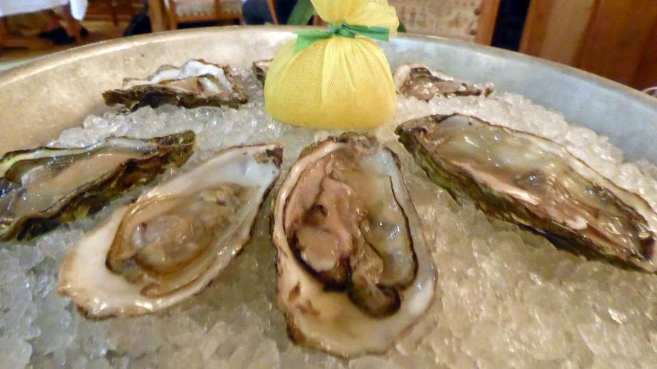 oysters, Europa Stüberl, Innsbruck, Austriaoysters, Europa Stuberl, Innsbruck, Austria