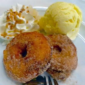 apple cakes with cinnamon sugarand ice cream, Augustiner Klosterwirt, Munich