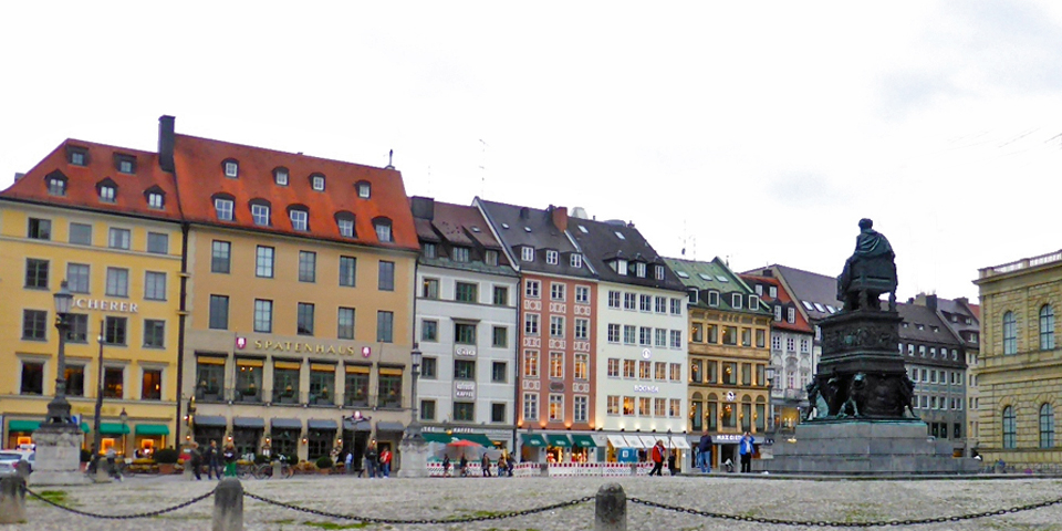 Spatenhaus and square, Munich