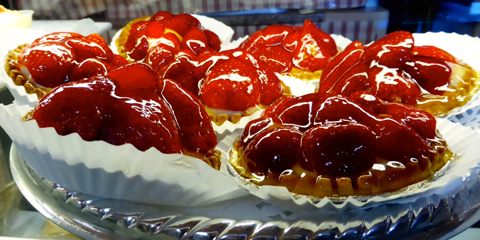 strawberry tarts, Boulangerie Bouchard, L'Isle aux Coudres, Charlevoix, Quebec, Canada