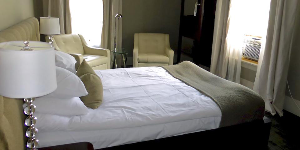 Le Pleasant guest room, Eastern Townships, Québec, Canada