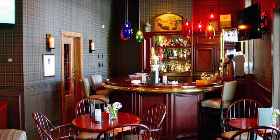 bar area, Ripplecove, Eastern Townships, Québec, Canada