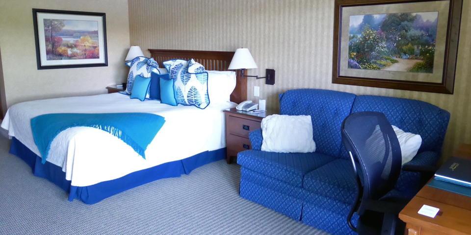 guest room, Ripplecove, Ayer's Cliff, Eastern Townships, Québec, Canada