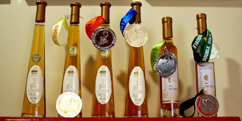 award-winning ice ciders, Tire-Bouchon, Vignoble de l'Orpailleur, Eastern Townships, Québec, Canada
