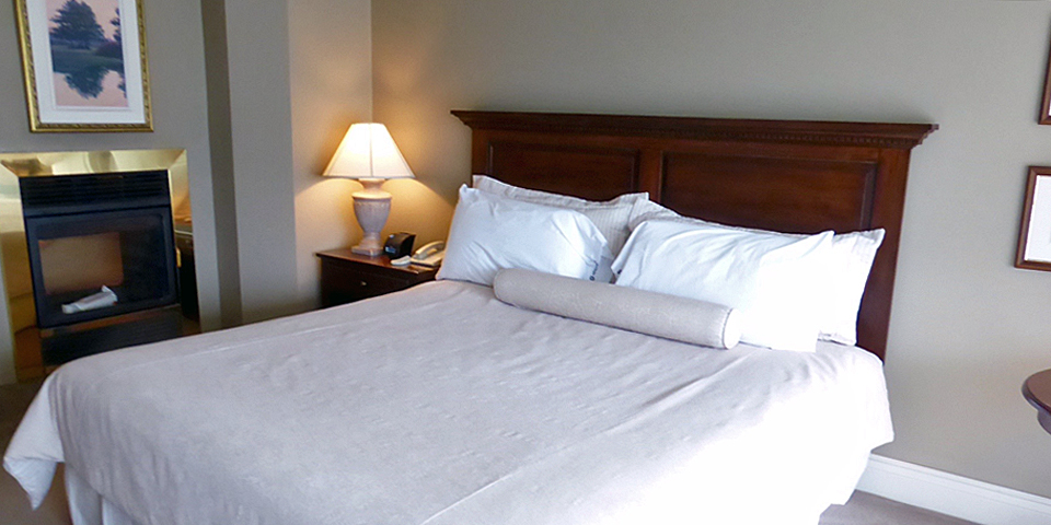 guest suite, Manoir des Sables, Orford, Eastern Townships, Québec, Canada