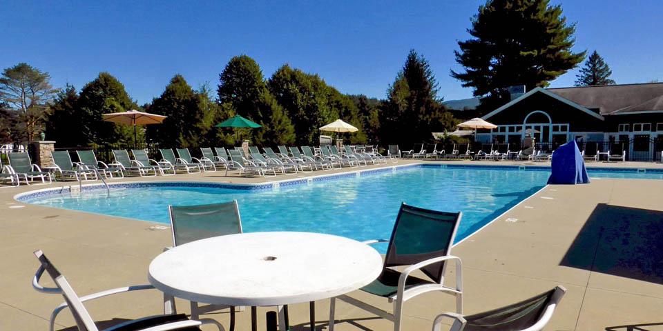 outdoor pool at the Stoweflake Mountain Resort & Spa