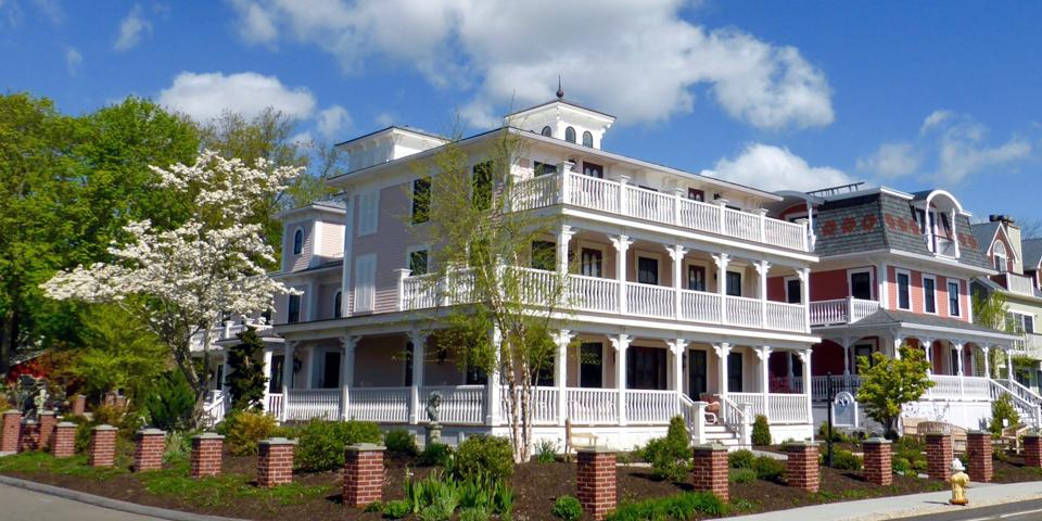 three stories and tall tales saybrook point inn spa. Black Bedroom Furniture Sets. Home Design Ideas