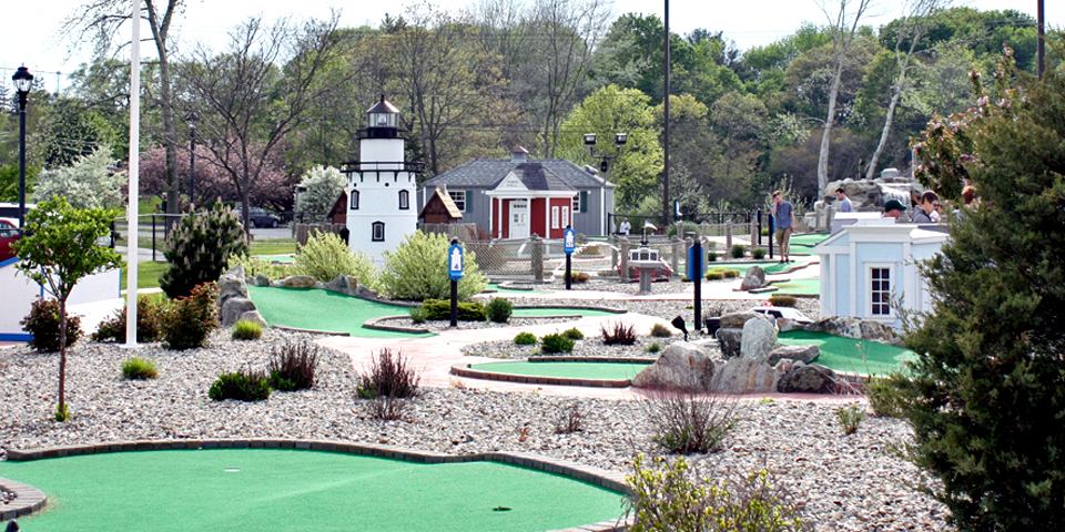 A miniature golf course near the Saybrook Point Inn & Spa has a replica of the Outer Light.