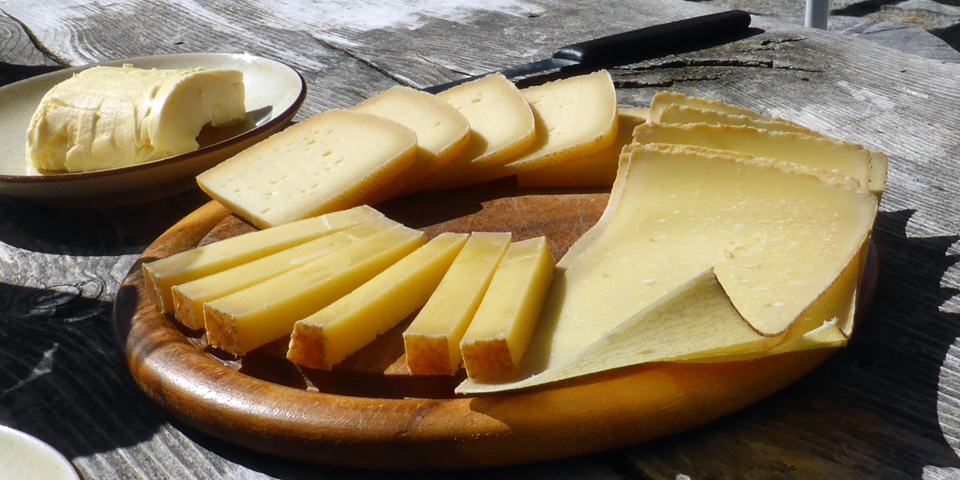 cheese plate of alpmutschli, aged 3-4 weeks , and bergkäses aged 1 and 2-years, along with Handegg bread and butter, Switzerland