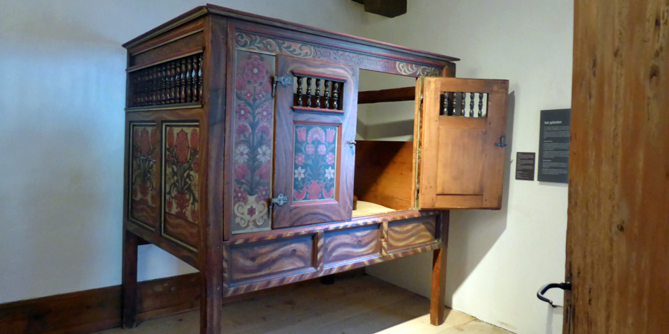 decorated bed-box, elevated and roofed to protect against vermin, Spiez Castle