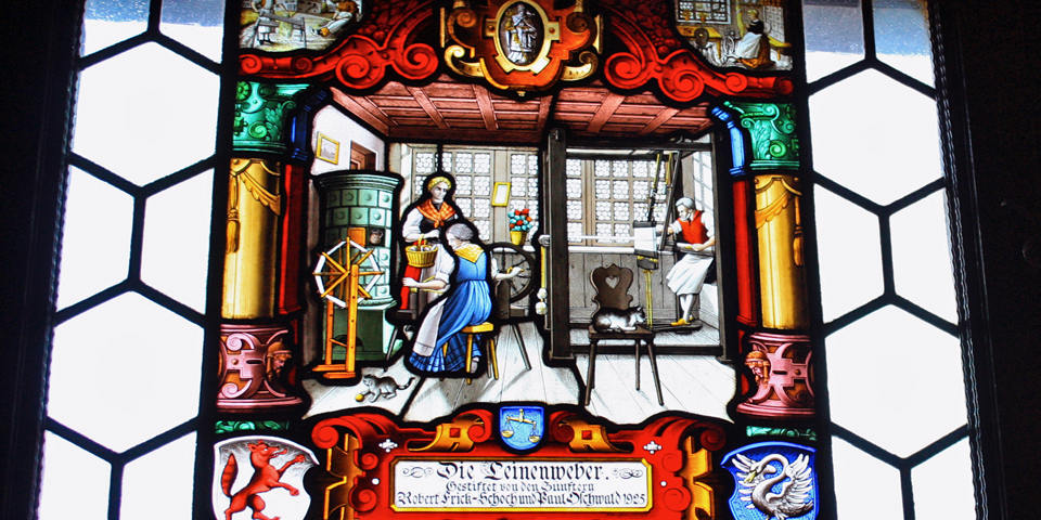 stained glass window depicting linen workers, Zunfthaus zur Waag