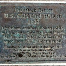 plaque at 150 Bank Street, New London, Connecticut