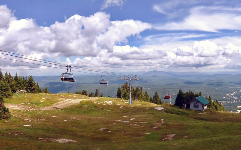bicycle lift at left, Sunburst Six chairlift at summit, Okemo Mountain Resort