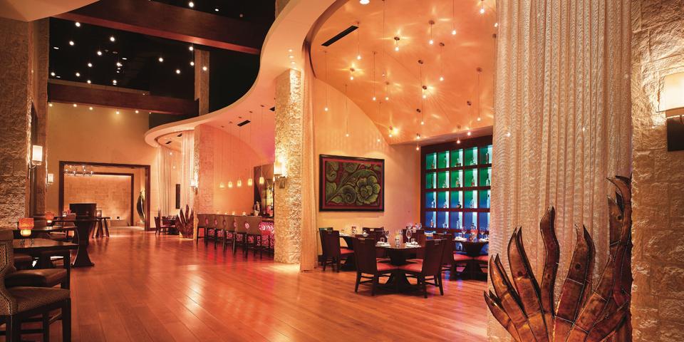 Cobol Moon, Ladies Lounge, Lantana Spa, Canyons Golf Course, photo courtesy JW Marriott San Antonio Hill Country Resort and Spa