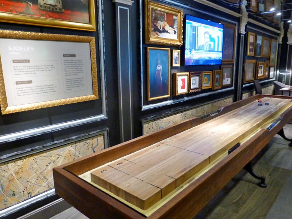 Sjoelen, Dutch shuffleboard, Gallery Bar, Eurodam