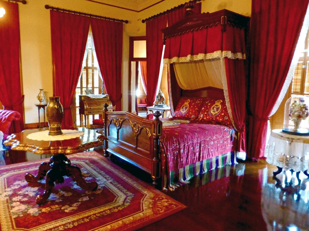 red bedroom, Iolani Palace, Honolulu, Hawaii