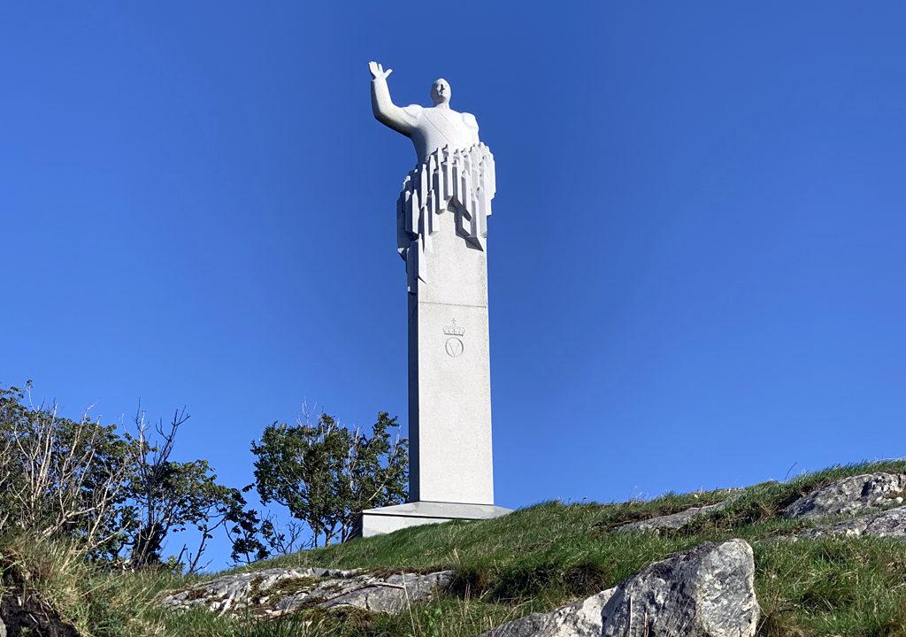 King Olav V statue, Skjerjehamn