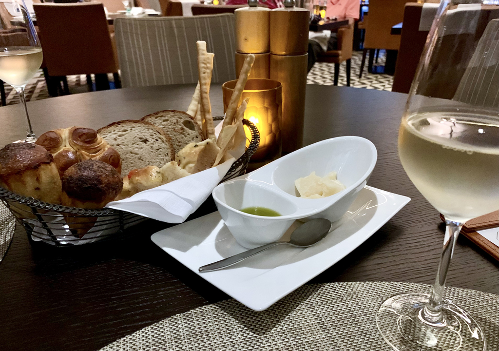 bread basket, Manfredi's Italian Restaurant, Viking Orion